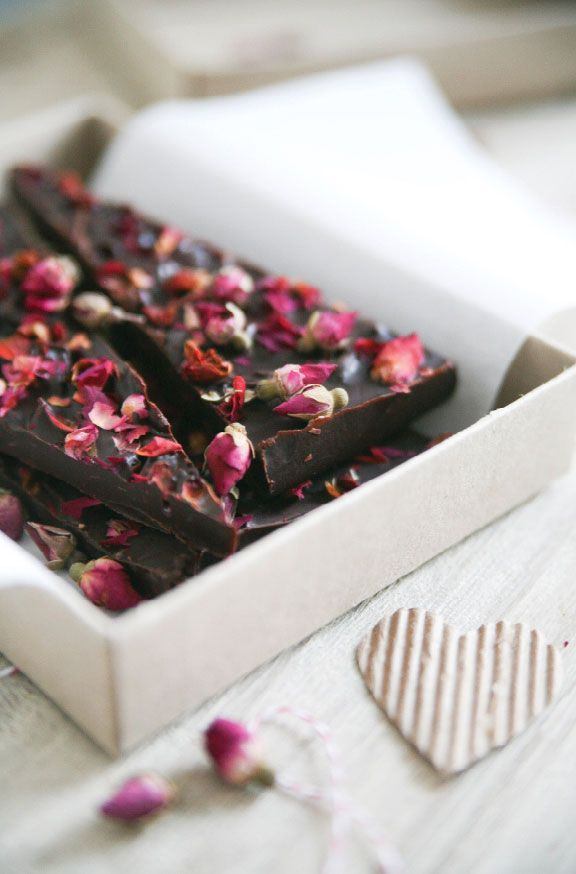 Here is one of the fringe activities ideas that your guests are sure to love. Set up a chocolate-making session where your guests get to enjoy this wholesome feeling of making chocolates.